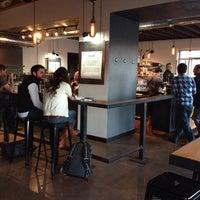 Foto tomada en Corvus Coffee Roasters por Mitch G. el 1/19/2014