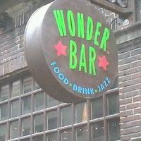 รูปภาพถ่ายที่ Wonder Bar โดย glenda the good witch เมื่อ 4/10/2013