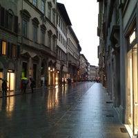 Foto scattata a Via Tornabuoni da elixmix2019 il 1/19/2013