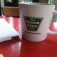 Foto scattata a Green Line Cafe da Vishal A. il 10/31/2012