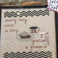 Foto diambil di Damn Fine Coffee Bar oleh Elizabeth pada 7/8/2017