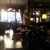 Das Foto wurde bei The Oxford Hotel von Carlos V. am 3/21/2013 aufgenommen