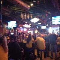 Photo prise au Heroes Sports Bar & Grill par Joshua P. le4/6/2013
