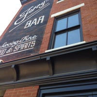 4/17/2013にWilliam R.がJerry's Barで撮った写真