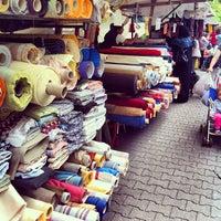 Photo prise au Wochenmarkt am Maybachufer par ayk le8/9/2013