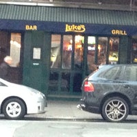 Das Foto wurde bei Luke's Bar & Grill von Ed G. am 11/16/2013 aufgenommen