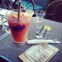 Photo prise au Brownstone's Bistro & Bar par Carlos T. le7/13/2013