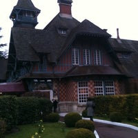Foto tomada en Paris Country Club por Adelfo Z. el 4/4/2013