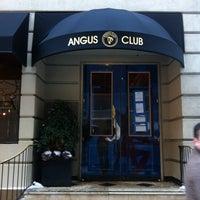 Foto tirada no(a) Angus Club Steakhouse por Labinot K. em 1/4/2014