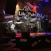 Foto diambil di Life Pub oleh Виталий Ф. pada 4/8/2013