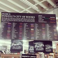 11/25/2012 tarihinde Katie M.ziyaretçi tarafından Powell's City of Books'de çekilen fotoğraf