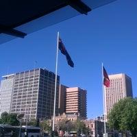 รูปภาพถ่ายที่ Victoria Square/Tarndanyangga โดย Minh L. เมื่อ 10/3/2012