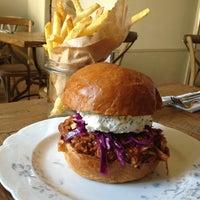 Das Foto wurde bei Dish – Fine Burger Bistro von Kiyoshi S. am 7/8/2013 aufgenommen
