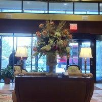 Foto tomada en Crowne Plaza Louisville Airport Expo Ctr por Jane O. el 3/29/2013
