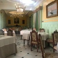 Foto tirada no(a) Taberna del Alabardero por Carlos L. em 12/23/2019