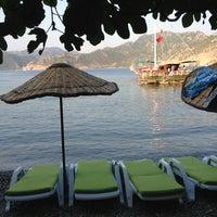 รูปภาพถ่ายที่ Mavi Deniz โดย Ilhan T. เมื่อ 7/21/2013