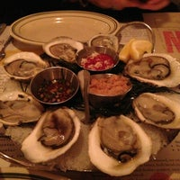 Photo prise au L&W Oyster Co. par Kate R. le3/21/2013