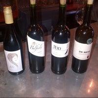 Foto scattata a Kaia Wine Bar da Adel il 2/18/2013