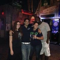 Das Foto wurde bei Freaki Tiki Bar von Bryant F. am 6/10/2014 aufgenommen