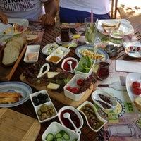Das Foto wurde bei Limoon Café & Restaurant von E K. am 6/18/2013 aufgenommen