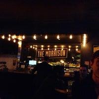 Foto tirada no(a) The Morrison Bar & Oyster Room por Naveen P. em 6/28/2013