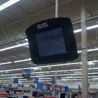 Foto tomada en Walmart Supercenter por Josh S. el 12/23/2011