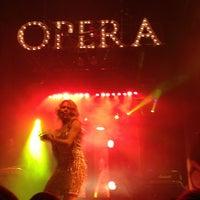 Foto scattata a Opera Teatro Bar da Elvira C. il 4/14/2013