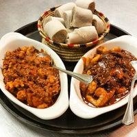 Das Foto wurde bei Lalibela Ethiopian Restaurant von Austine N. am 5/9/2015 aufgenommen