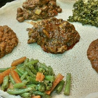 Das Foto wurde bei Lalibela Ethiopian Restaurant von Austine N. am 5/24/2015 aufgenommen