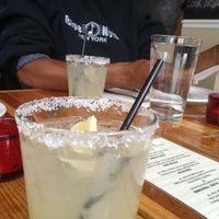 Foto tomada en Tacos Tequila Whiskey por Destiny D. el 11/27/2012