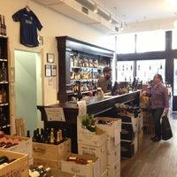 Das Foto wurde bei Chambers Street Wines von Jackie S. am 4/25/2013 aufgenommen