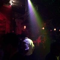 Das Foto wurde bei Sugarland Nightclub von Jerry D. am 10/27/2013 aufgenommen