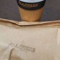รูปภาพถ่ายที่ Allpress Espresso Tokyo Roastery & Cafe โดย G T. เมื่อ 11/7/2018