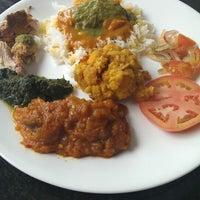 รูปภาพถ่ายที่ Bombay Bistro โดย Christa P. เมื่อ 7/22/2013