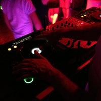 รูปภาพถ่ายที่ Mojito Lounge & Club โดย Hakan K. เมื่อ 5/11/2013