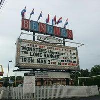 Foto diambil di Bengies Drive-in Theatre oleh Mercedes S. pada 7/3/2013