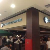 Das Foto wurde bei Starbucks von Lagrutta am 4/9/2013 aufgenommen