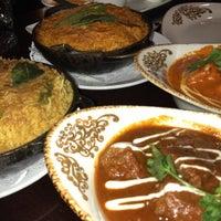 Foto diambil di Asha's Contemporary Indian Cuisine oleh Khalid pada 6/14/2019