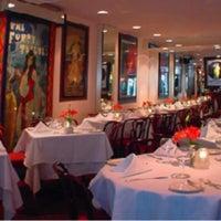 Foto tomada en Restaurant Row por NYCRestaurant .. el 7/15/2013