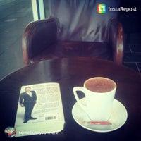 Das Foto wurde bei Kahawa Cafe von Sam R. am 1/30/2015 aufgenommen
