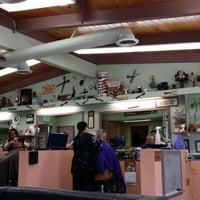 Foto tirada no(a) Sandovals Barber Shop por Chris H. em 2/18/2014