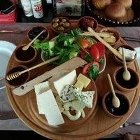 Foto tomada en La Vraie Ambiance Cafe & Restaurant por Gülay G. el 7/16/2013