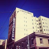 Photo prise au Hotel Carlton par Greg B. le6/20/2013