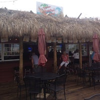 Foto tomada en Toasted Monkey Beach Bar  por Kathie M. el 7/19/2013