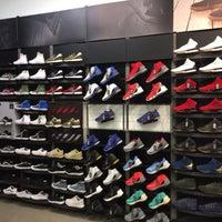 buy online 07b46 8c2f2 ... Photo taken at Foot Locker by £MR€!