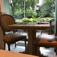 Photo prise au Colette Grand Café par santagati le8/17/2017