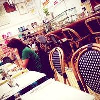 Foto tomada en Cafe Midi por Ismail E. el 6/8/2013