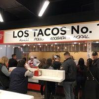 รูปภาพถ่ายที่ Los Tacos No. 1 โดย Julia S. เมื่อ 10/14/2018