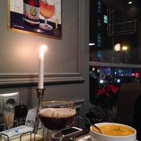 Foto scattata a Бельгийская пивная «0.33» / Brasserie belge 0.33 da Angie B. il 12/5/2014