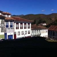 Das Foto wurde bei Centro Histórico de Ouro Preto von Carolina R. am 5/27/2015 aufgenommen